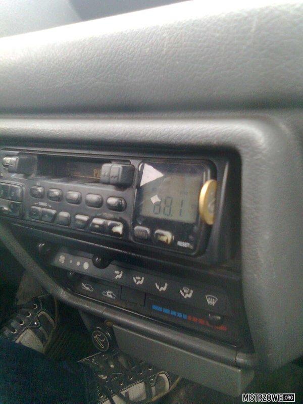 Dwa złote, cena za sprawne radio... –