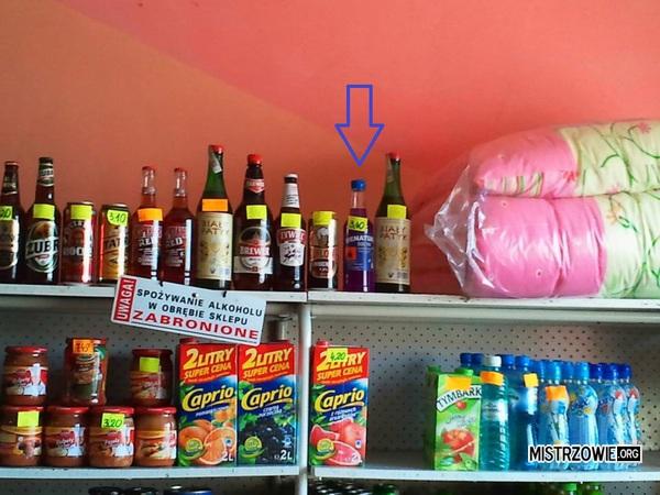 Pani dba o każdego klienta: półka z alkoholem –